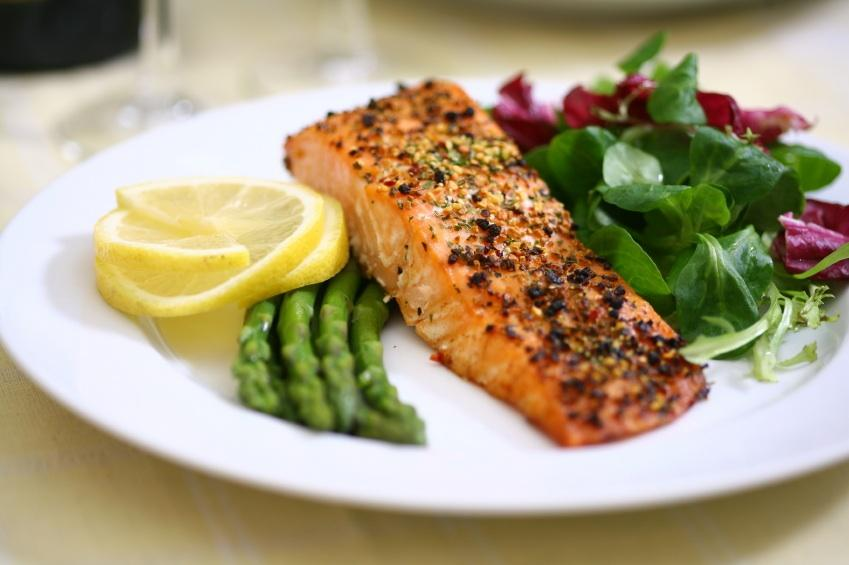 Grilled Salmon with steamed asparagus, salad and lemon slices