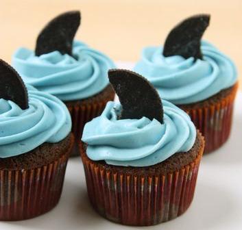 sharkfincupcake
