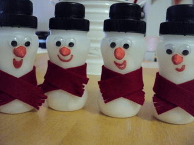 plastic-bottle-snowmen