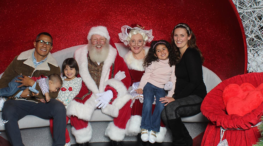 The Florida Mall Dazzles Families with All-New Santa Set!