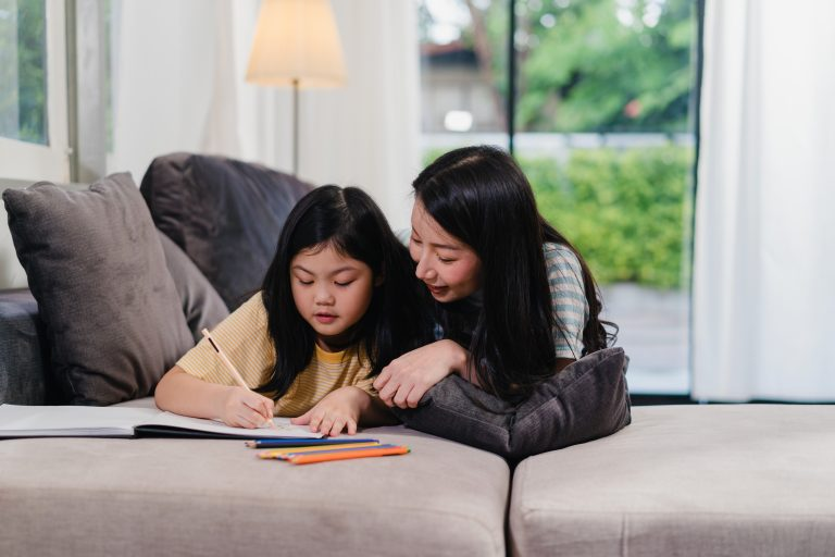 How to earn money online teaching English while guiding your children
